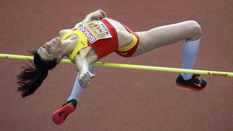 Foto: Ruth Beitia durante la prueba de salto de altura femenino en pista cubierta (Efe).