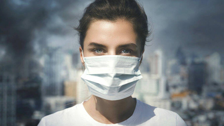 La guerra civil de la mascarilla en la calle: los enfermos que la llevan y los sociópatas que no