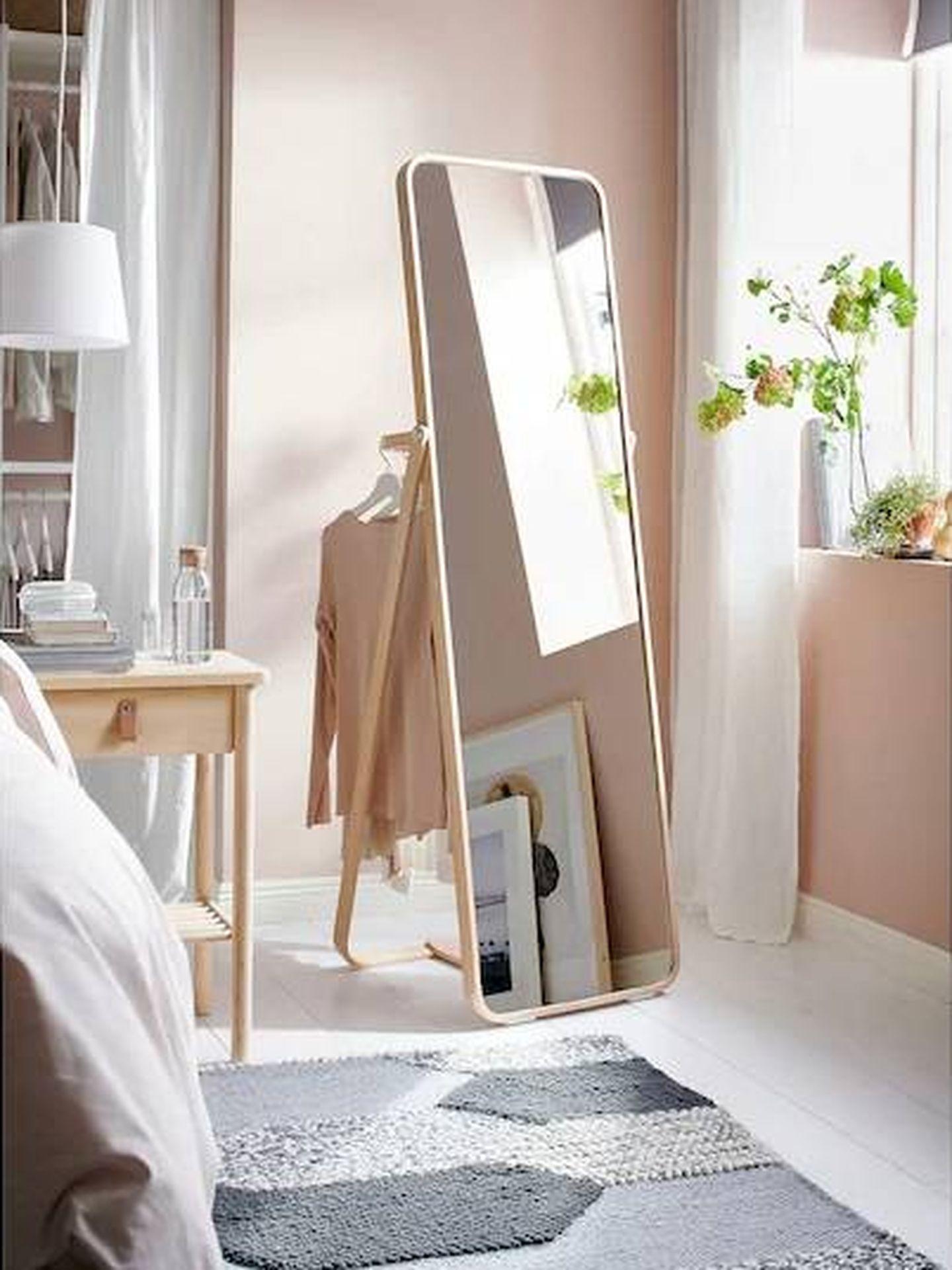 El espejo Ikornnes de Ikea es ideal para tu dormitorio. (Cortesía)