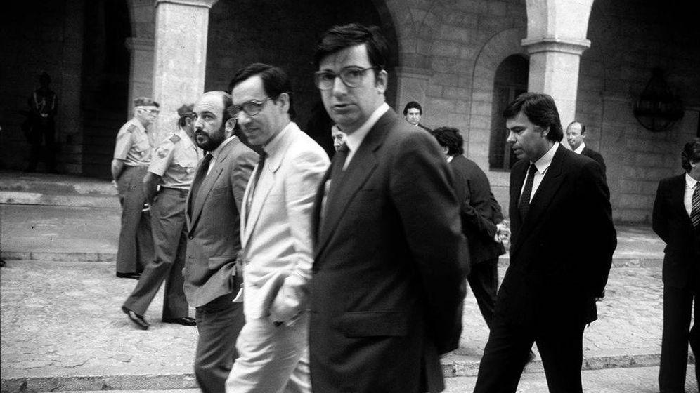 Foto:  Ernest Lluch, junto con Felipe González. (EFE)