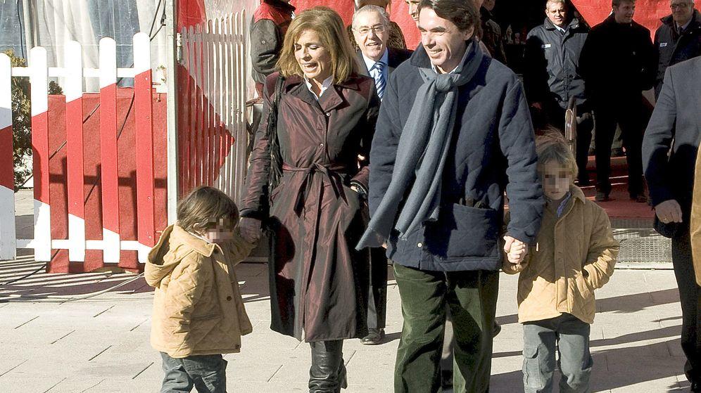 Foto: Ana Botella y Aznar con sus nietos en el circo. (Gtres)
