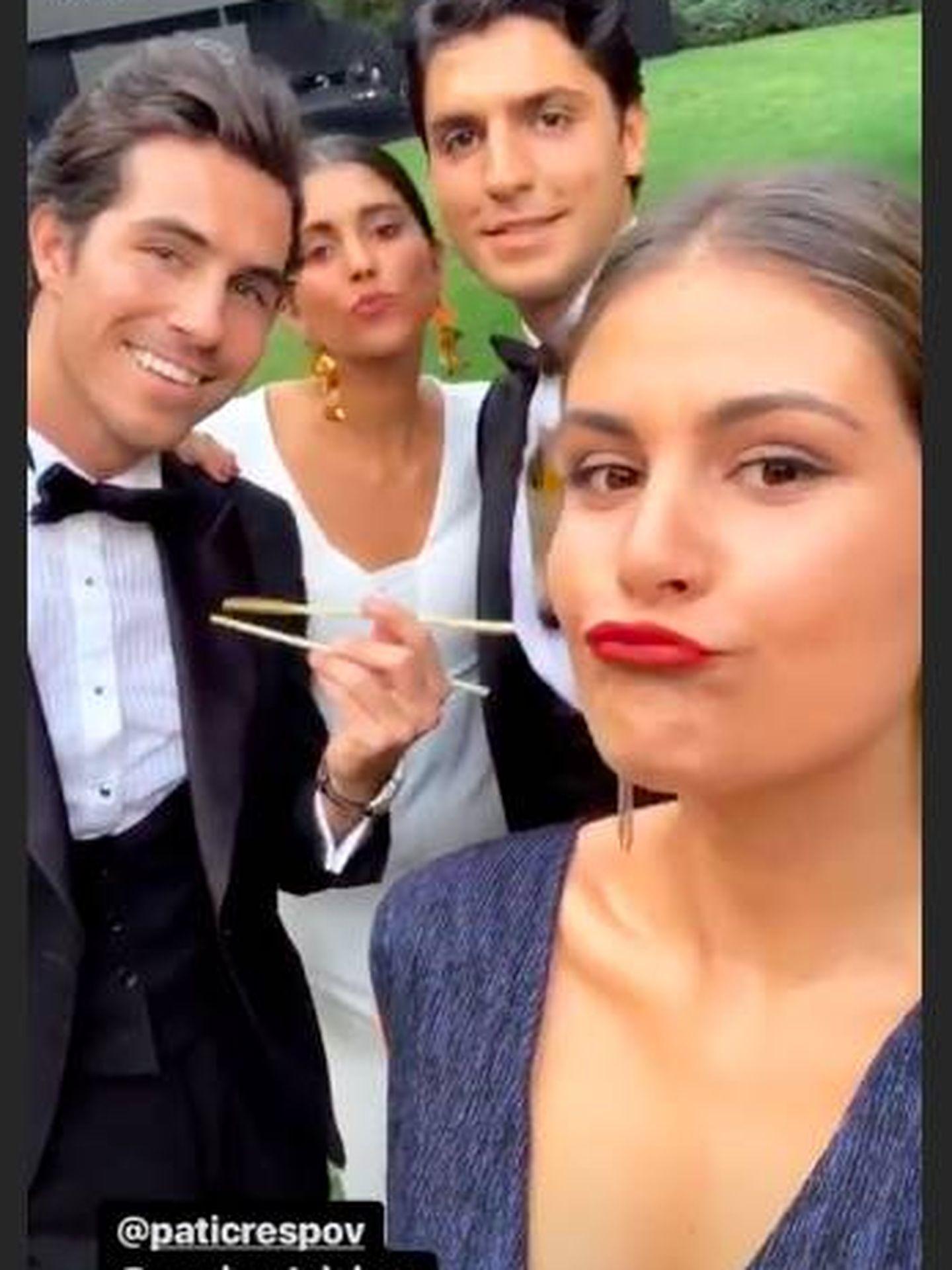 Sus amigos disfrutando del catering.  (Instagram)