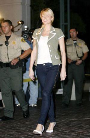 Paris Hilton sale de prisión tras pasar 22 días entre rejas