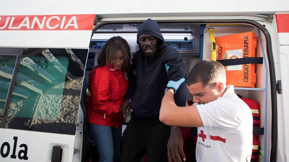Foto: Rescatados 49 inmigrantes de una patera en las costas de Motril (Granada) (Efe)