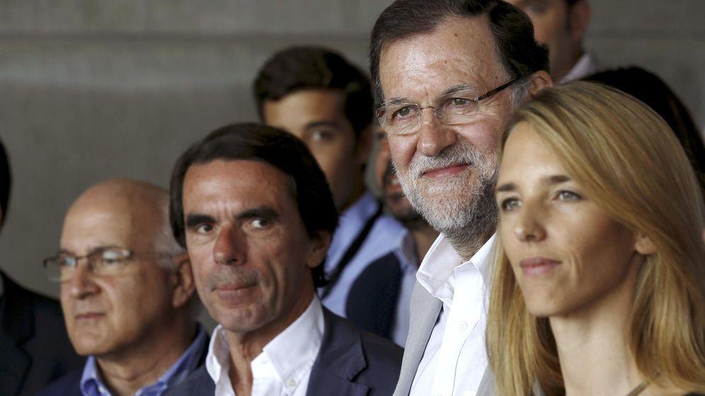 Foto:  Cayetana Álvarez de Toledo junto a Mariano Rajoy y José María Aznar en el mes de julio durante el Campus FAES. (Efe)