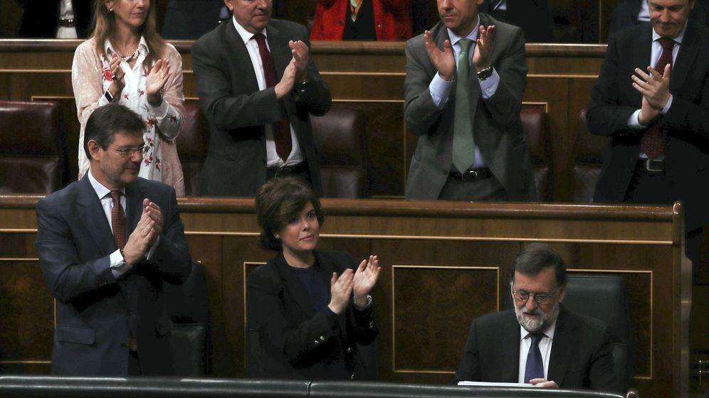 Foto: Los escaños del Partido Popular aplauden al expresidente del Gobierno, Mariano Rajoy. (EFE)