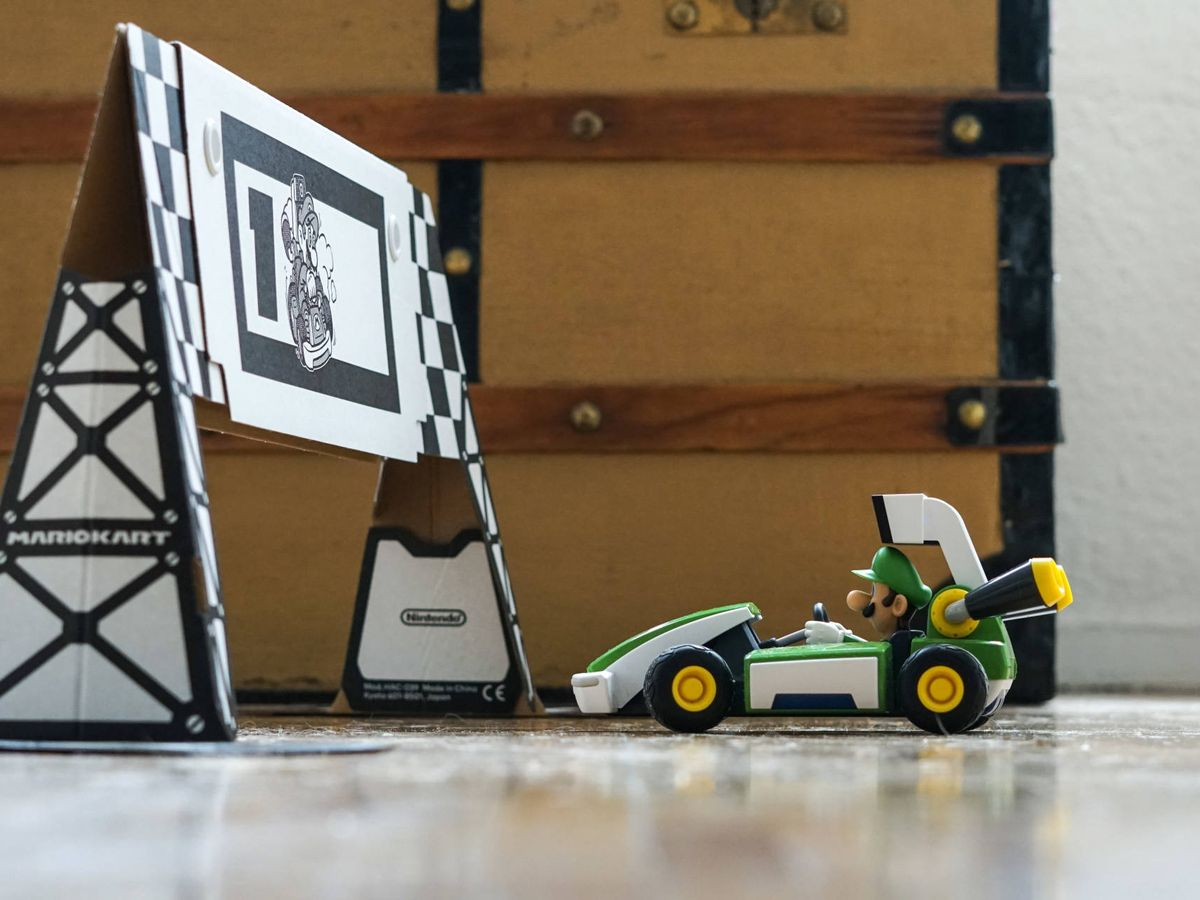 Foto: Luigi, preparado en la parrilla de salida, en una esquina del salón. Foto: M. Mcloughlin