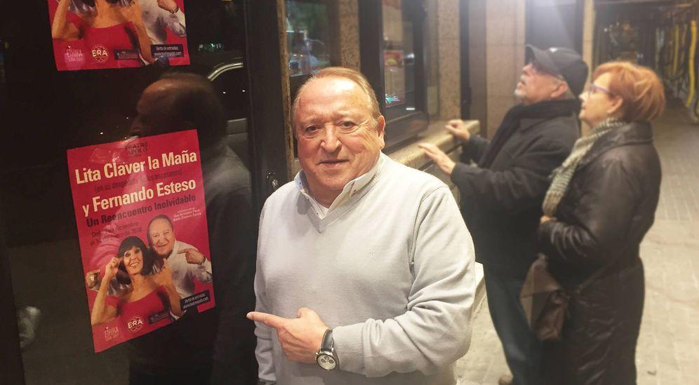 Foto: Fernando Esteso, ante el teatro Apolo en Barcelona donde actúa estas semanas. (Á. V)