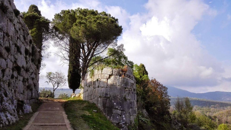 Foto: La Porta Maggiore de acceso a Norba. (CC/Lepiniwalker)