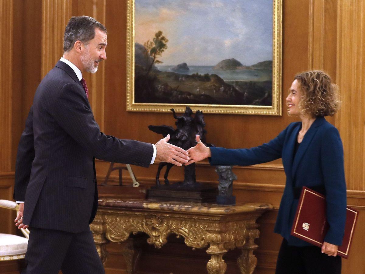 Foto: El rey Felipe VI recibe en audiencia a la reelegida presidenta del Congreso, Meritxell Batet, este 4 de diciembre en la Zarzuela. (EFE)