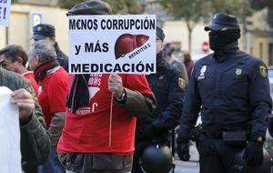 Afectados de la hepatitis C se querellan contra Mato y Alonso