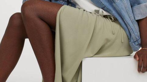 Notición: la falda cruzada con la que perderás una talla de golpe te espera en H&M