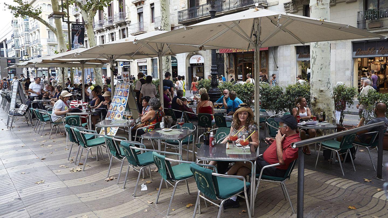Terraza en la Rambla de Barcelona. Cataluña se negó a legislar sobre el agua. (EFE)
