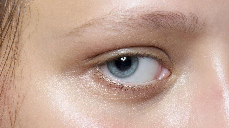 El contorno de ojos es un paso ineludible en cualquier rutina de belleza. (Imaxtree)