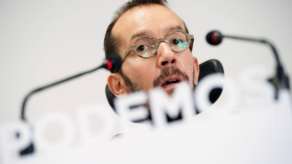 Foto: El secretario de Organización de Podemos, Pablo Echenique, este lunes durante una rueda de prensa. (EFE)