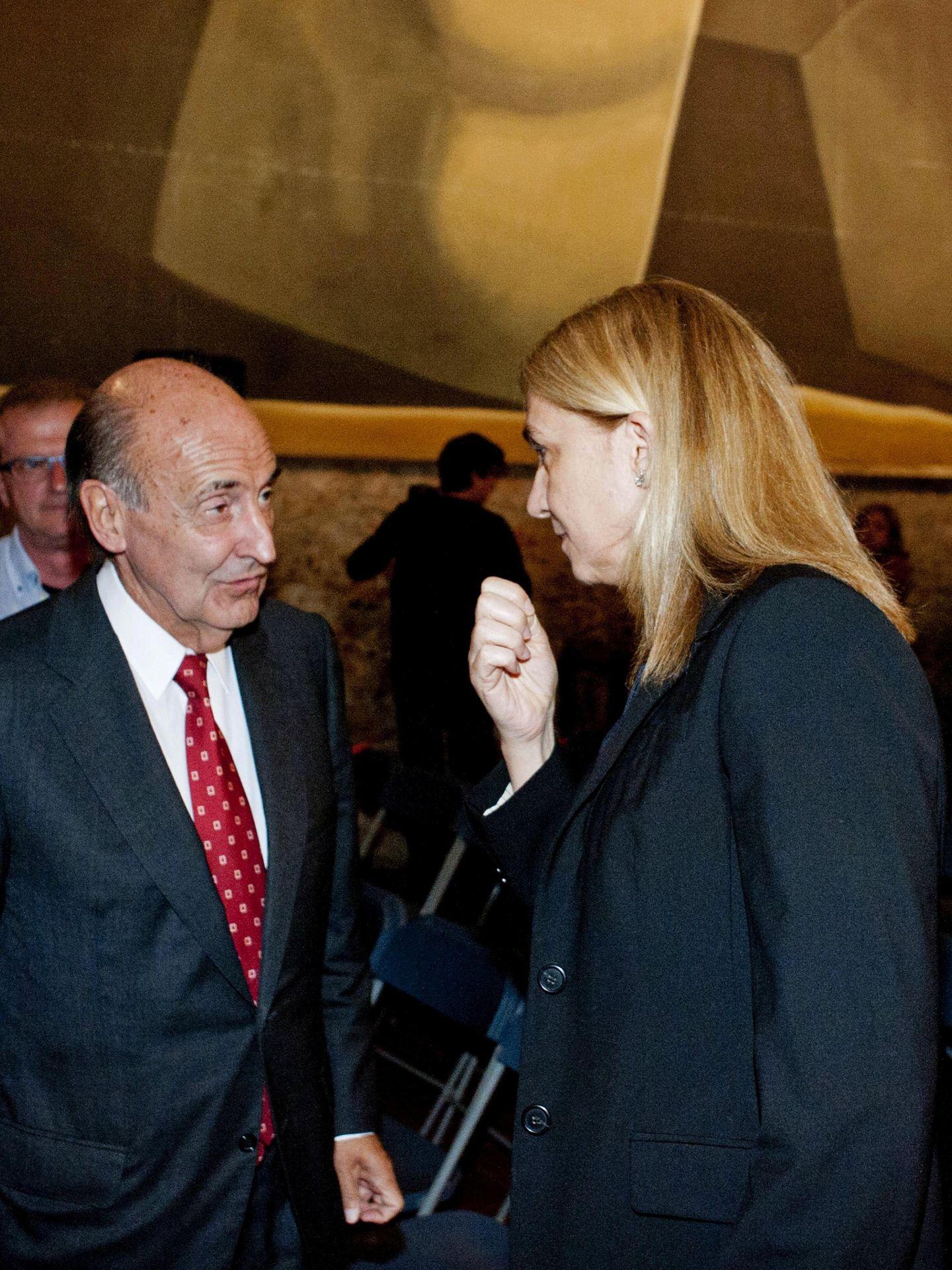 La infanta Cristina  y Miquel Roca, en un acto de la Fundación Gala-Salvador Dalí. (EFE)
