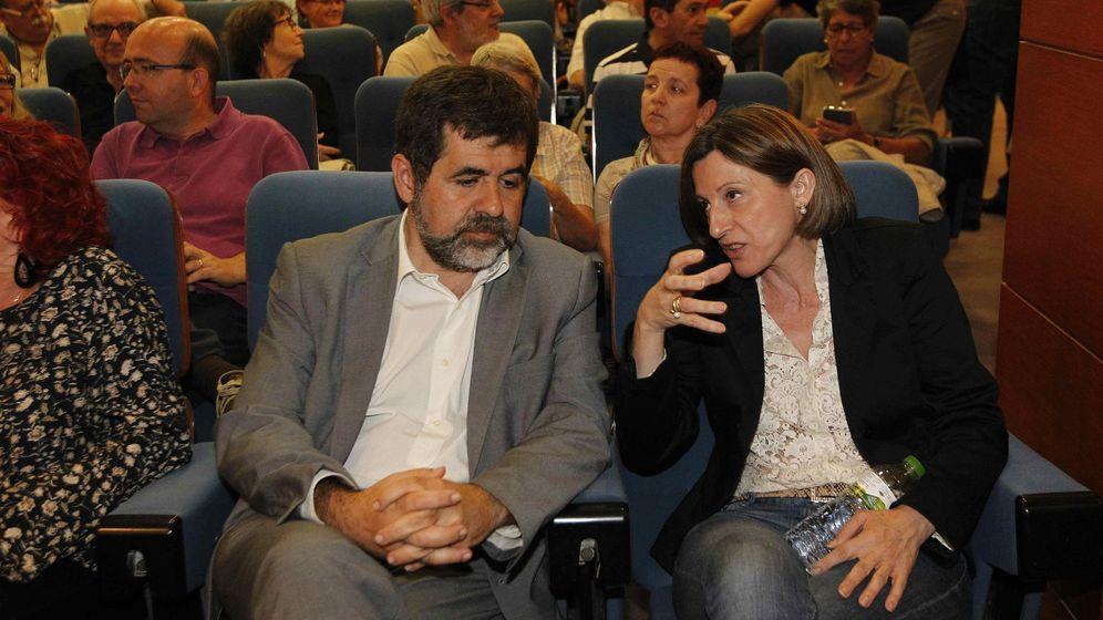 Foto:  El presidente de la ANC, Jordi Sánchez (i), junto a la expresidenta Carme Forcadell (d). (EFE)