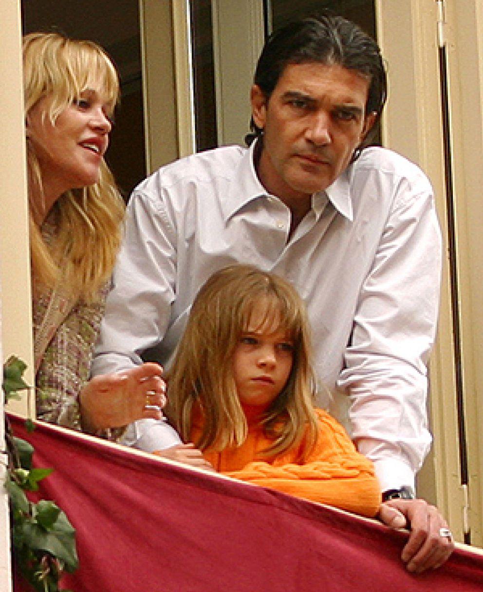 Stella Del Carmen Aleja A Antonio Banderas Y Melanie