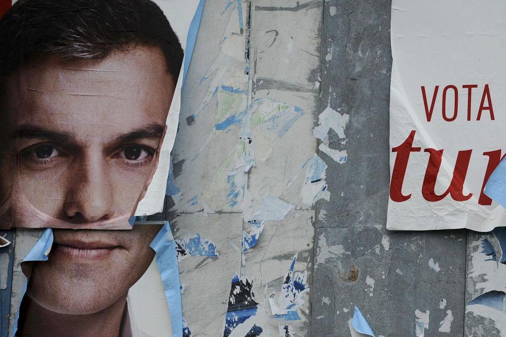 Foto: Pedro Sánchez, en uno de los carteles de campaña de las pasadas generales, cuando fue candidato a La Moncloa por primera vez. (Reuters)
