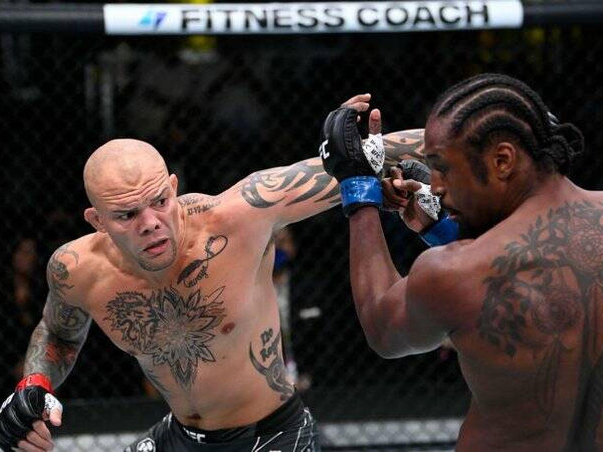 Foto: Anthony 'Corazón de león' Smith contra Ryan 'Superman' Spann en UFC Vegas 37 (UFC Español Twitter).
