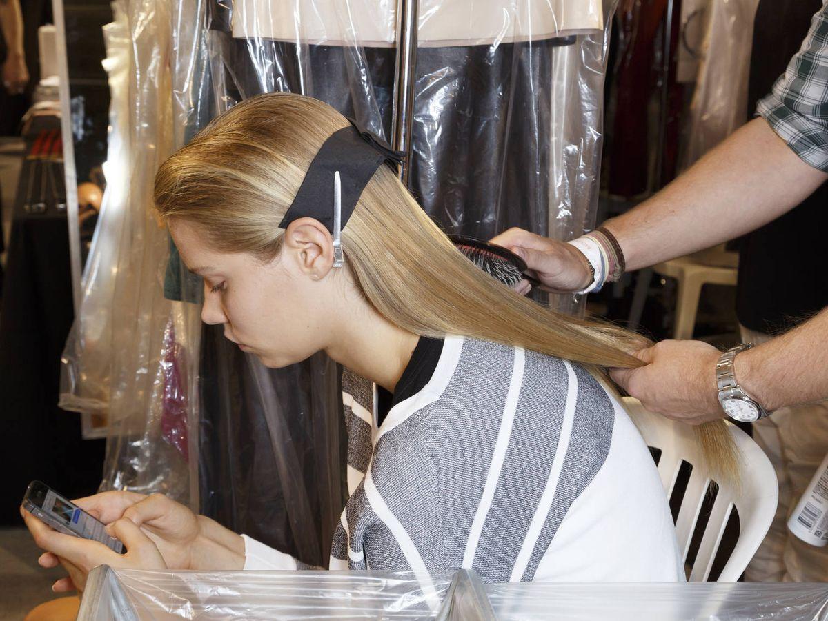Foto: Qué son las planchas de seda y qué pueden hacer por tu cabello. (Imaxtree)