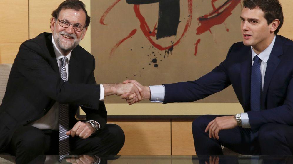 Foto: El presidente del Gobierno en funciones, Mariano Rajoy, y el líder de Ciudadanos, Albert Rivera, durante una reunión. (Efe)