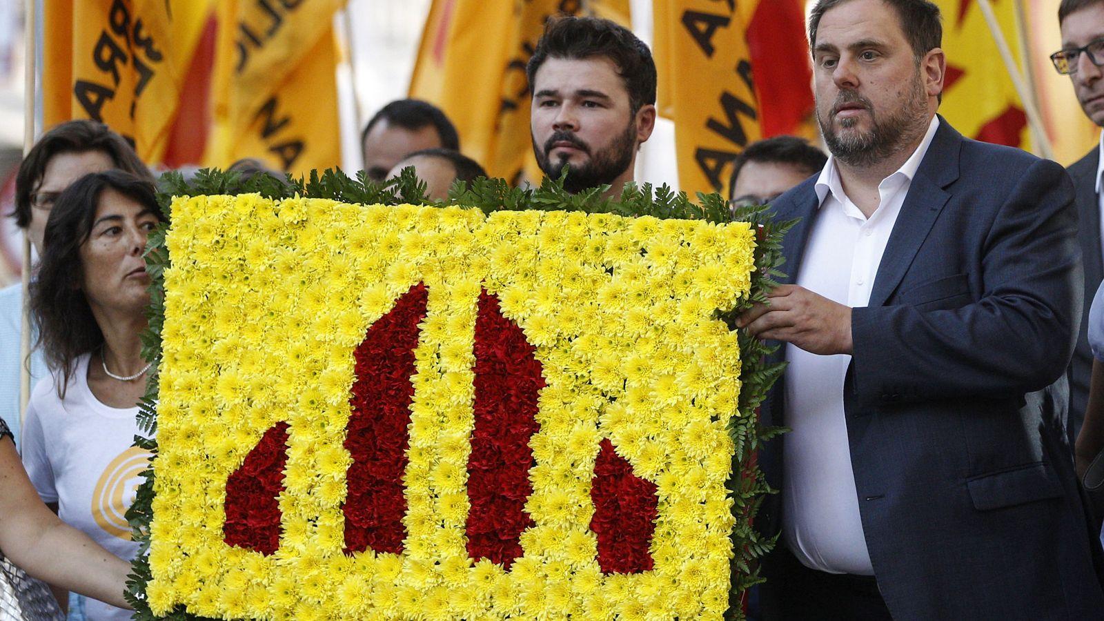 Foto: El diputado de ERC Gabriel Rufián (i) y el líder del partido, Oriol Junqueras (d), en los actos conmemorativos de la Diada. (EFE)