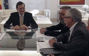 Rajoy rebaja a la mitad la subvención a UGT y CCOO para sufragar su actividad