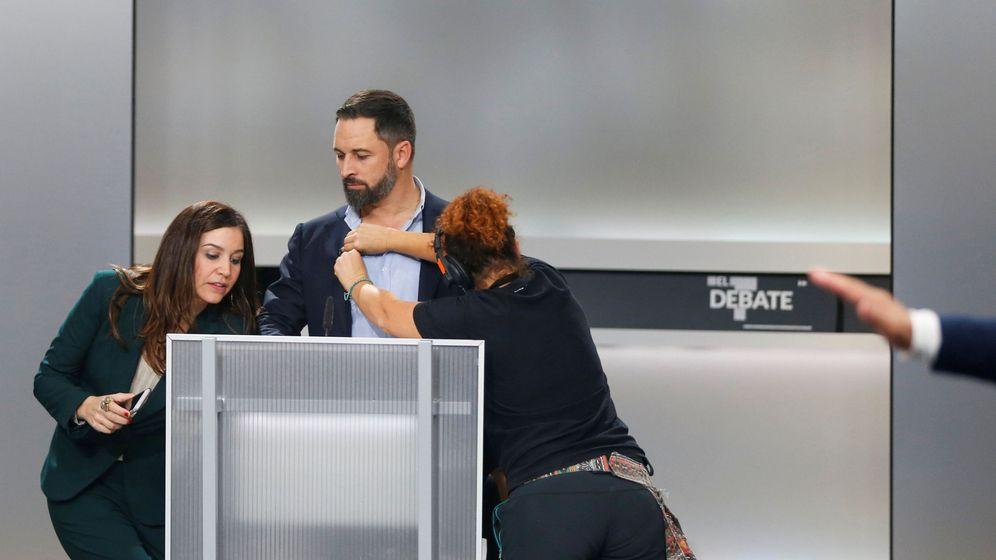Foto: El líder de Vox, Santiago Abascal, momentos antes de empezar el debate. (Reuters)