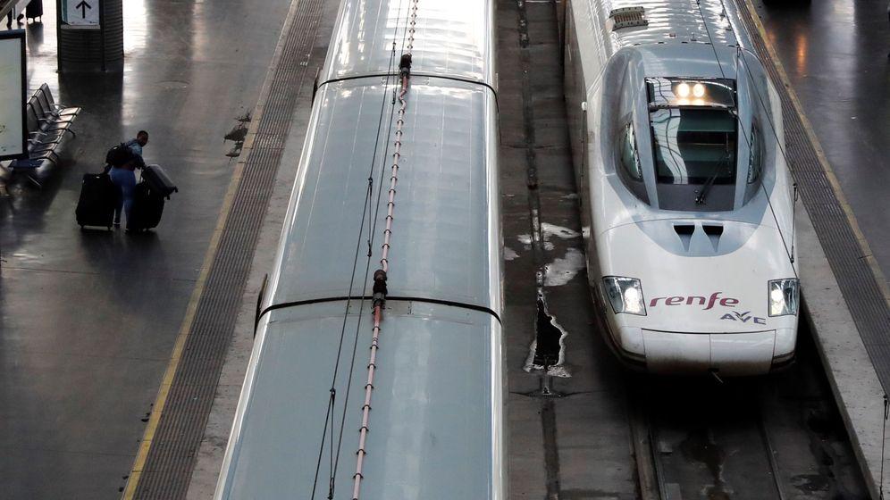 Foto: Trenes AVE en la estación de Atocha. (EFE)