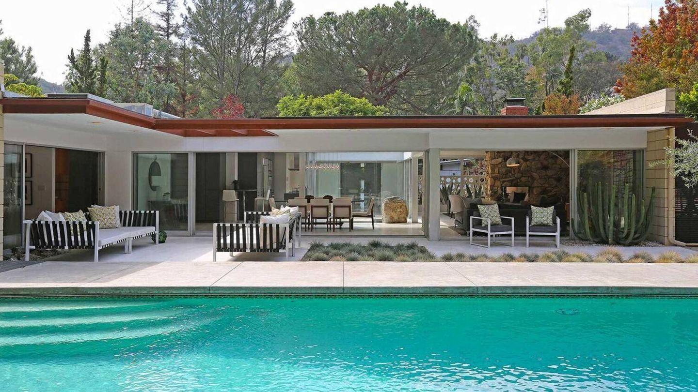 La piscina de la casa de Jamie Dornan. (The Agency)