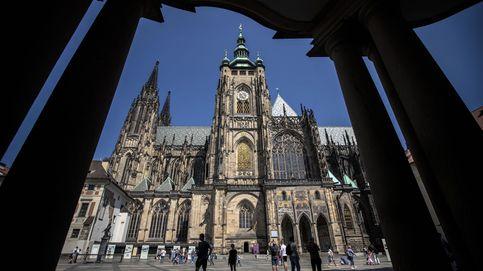 La embajada de España en Praga cierra al público por un brote de coronavirus