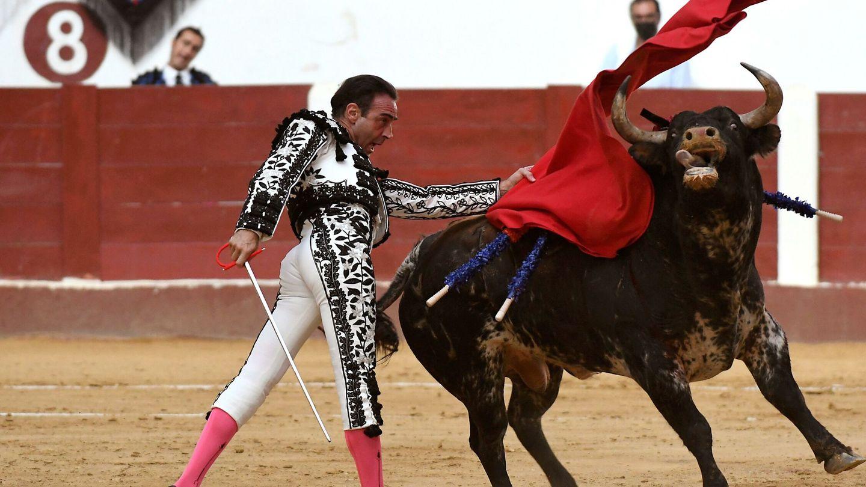 Enrique Ponce, en la feria de San Juan y San Pedro en León. (EFE)
