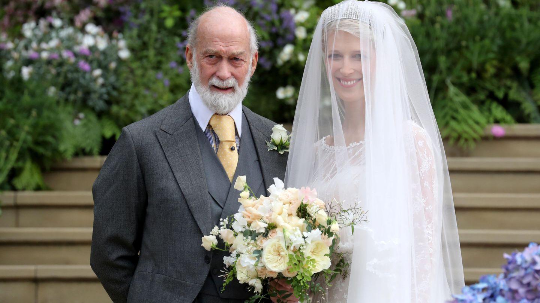 Lady Gabriella Windsor y su padre, el príncipe Michael de Kent, el día de su boda. (Reuters)