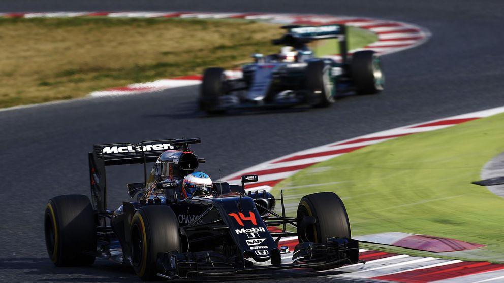 Mercedes contra McLaren (y el resto), o la 'paranoia' de que te bajen del machito