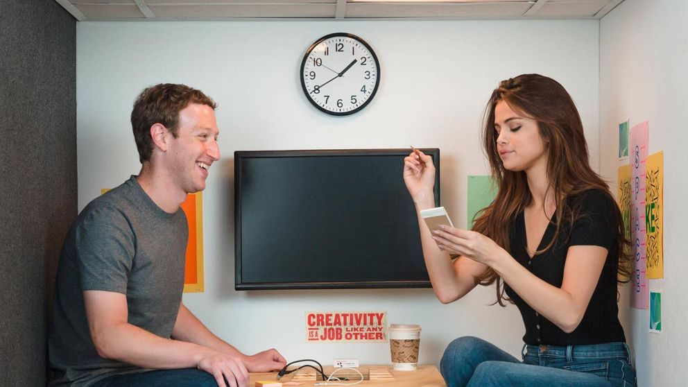 Zuckerberg y Selena Gomez, cita en la oficina más pequeña de Facebook
