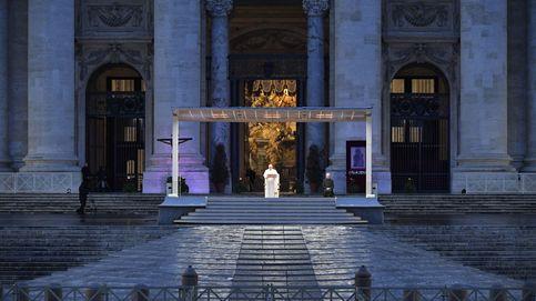 El Papa Francisco bendice al mundo desde una Plaza de San Pedro totalmente desierta