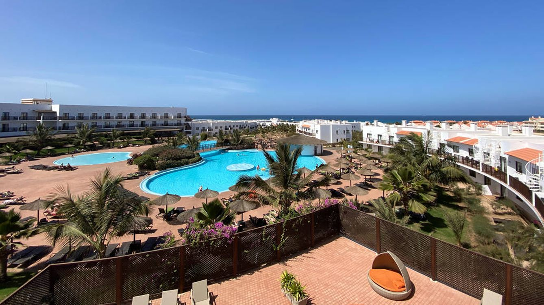 Un británico, en estado crítico en Marbella tras saltar desde un tercer piso a una piscina