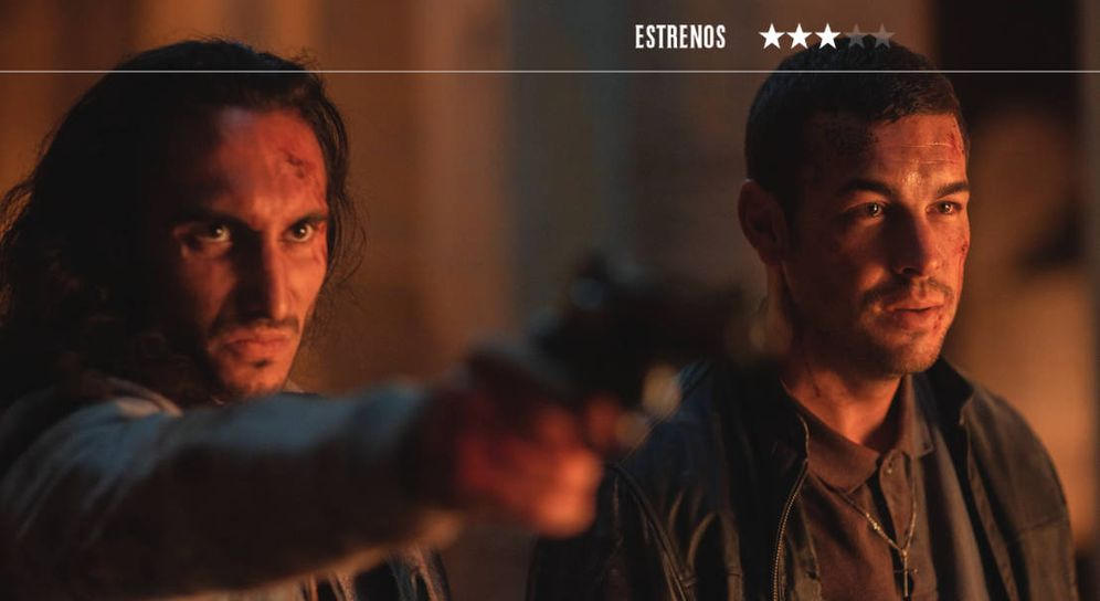 Foto: Mario Casas se reencuentra con Paco Cabezas en 'Adiós'. (Sony)