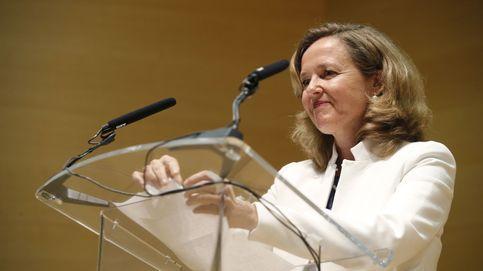 La banca confía en Calviño para frenar el impuesto de Pedro Sánchez
