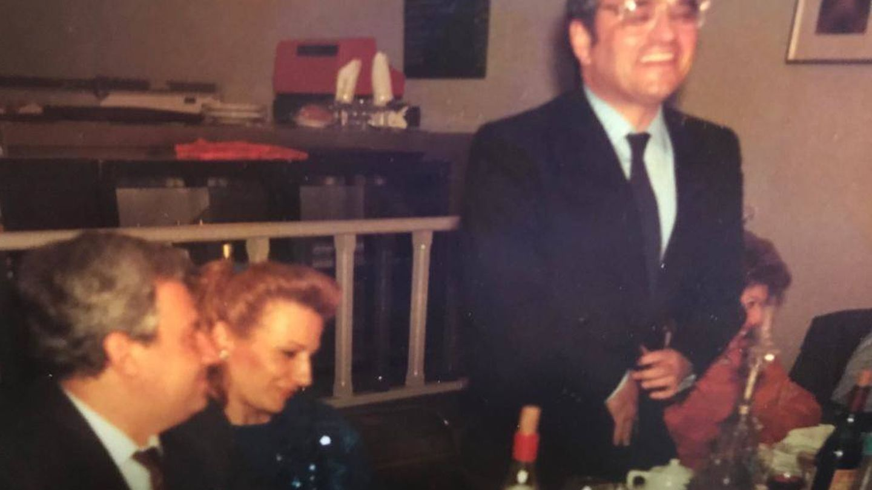 De izquierda a derecha, Del Burgo, su esposa y Marín Villa en una foto de archivo de 1987.