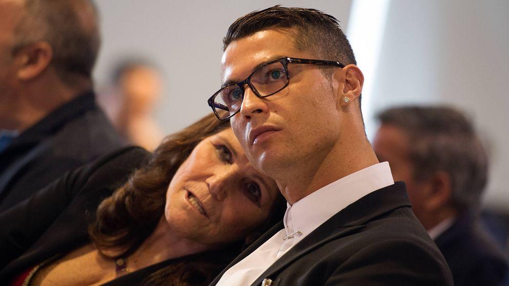 El regalazo de Cristiano Ronaldo a Dolores Aveiro por el Día de la Madre