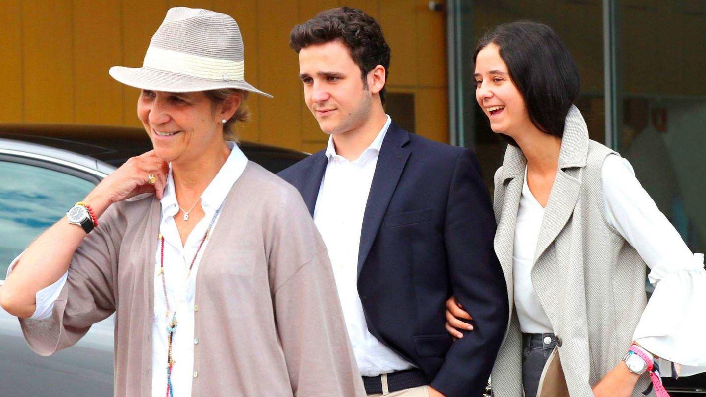La infanta Elena,  junto a sus hijos. (EFE)