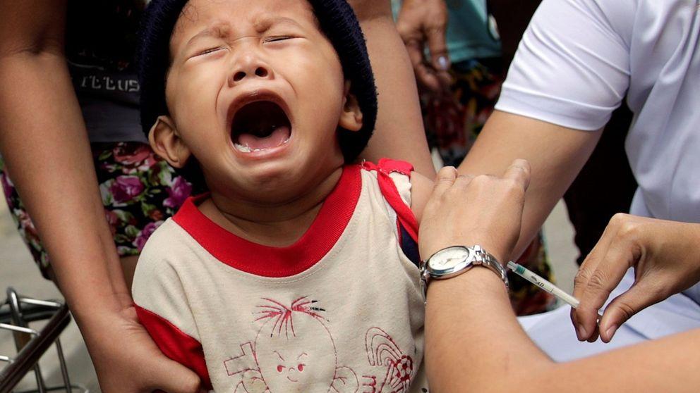 Un condado de Nueva York prohíbe a los niños sin vacunar en espacios públicos