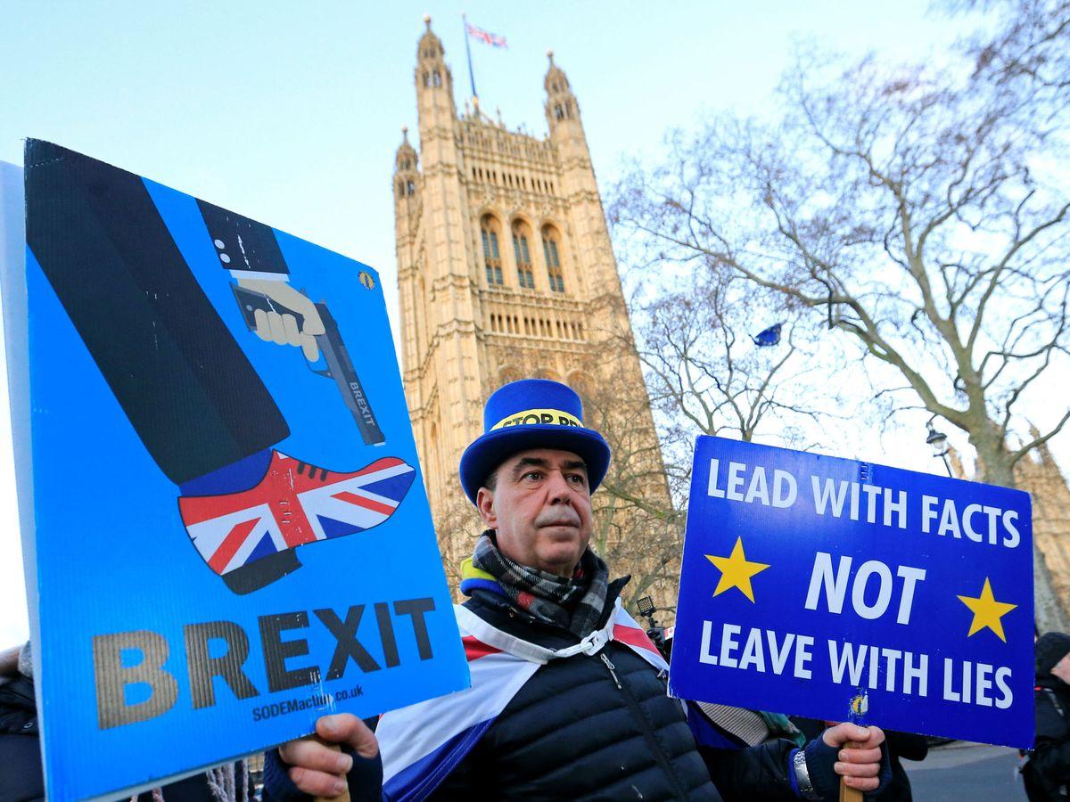 Foto: Activista anti-Brexit protesta en Westminster. (Reuters)