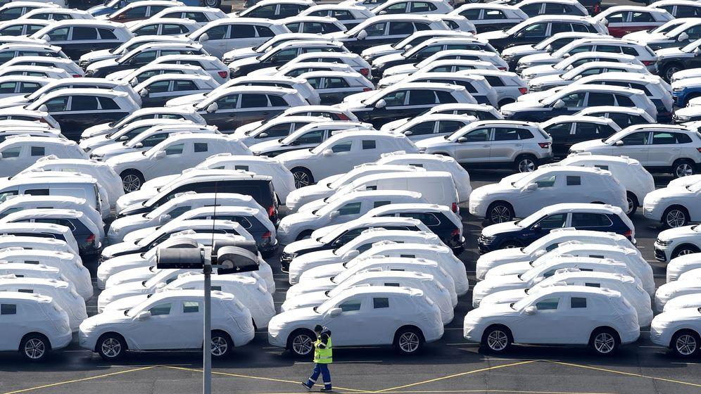 Foto: Coches de exportación de Volkswagen en el puerto de Emden (Alemania). (Reuters)