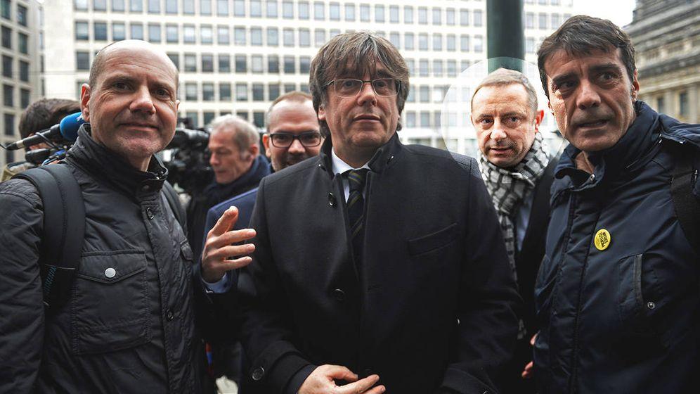 Foto: Carles Puigdemont junto a David Goicoechea (d). (Reuters)