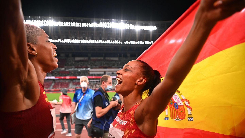 Peleteiro y Rojas celebran su bronce y su oro. (Reuters)