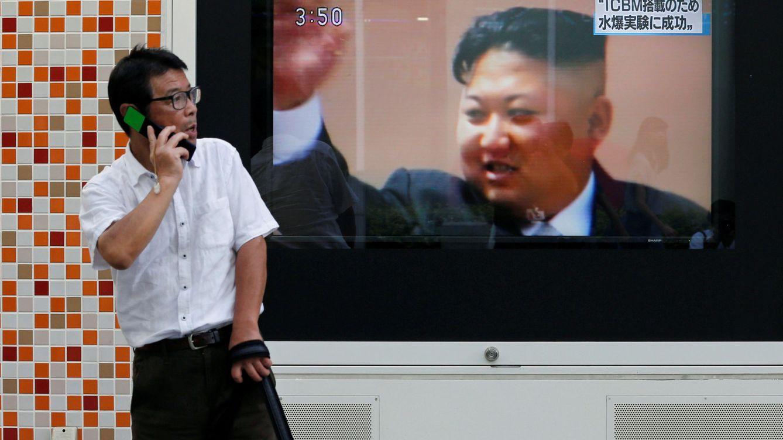 Foto: Un hombre pasa delante de un televisor donde se ve a Kim Jong-un tras la prueba nuclear de Corea del Norte, en Tokio, el 3 de septiembre de 2017. (Reuters)
