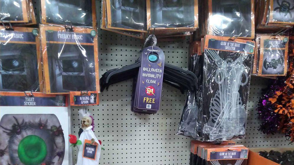 Foto: La capa de invisibilidad para Halloween se vende completamente gratis este año (Foto: Twitter/Poundland)